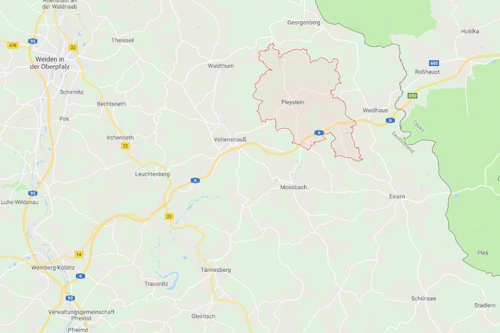 Die Kleintransporter war den Polizeibeamten bei Pleystein in Bayern vor der Kontrolle aufgefallen.