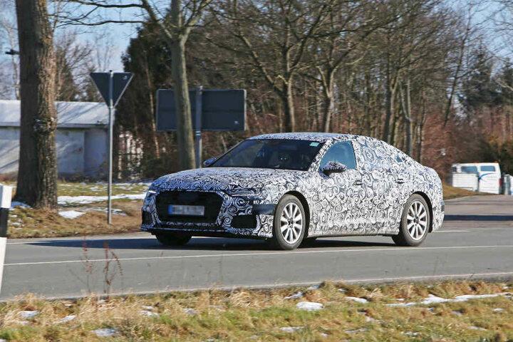 Form und Karosserie des Erlkönigs erinnern an einen Audi.