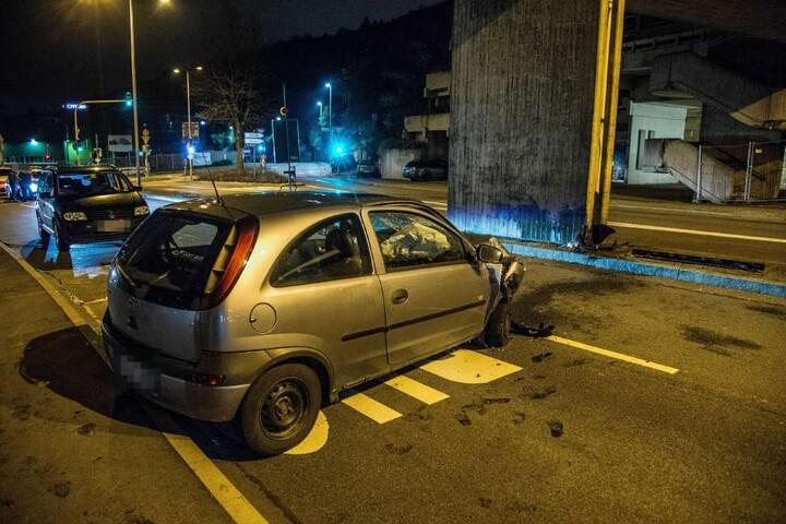 Der 20-jährige Fahrer des Corsa war wohl eingeschlafen.