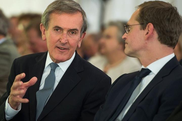 Gründungsintendanten Neil MacGregor (li.) im Gespräch mit Berlins Regierendem Bürgermeister Michael Müller.