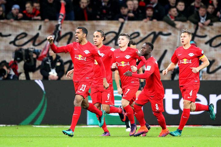 Geballte Faust des Sieges: RB Leipzig schoss sich mit diesem Sieg auf Platz eins der Bundesligatabelle.