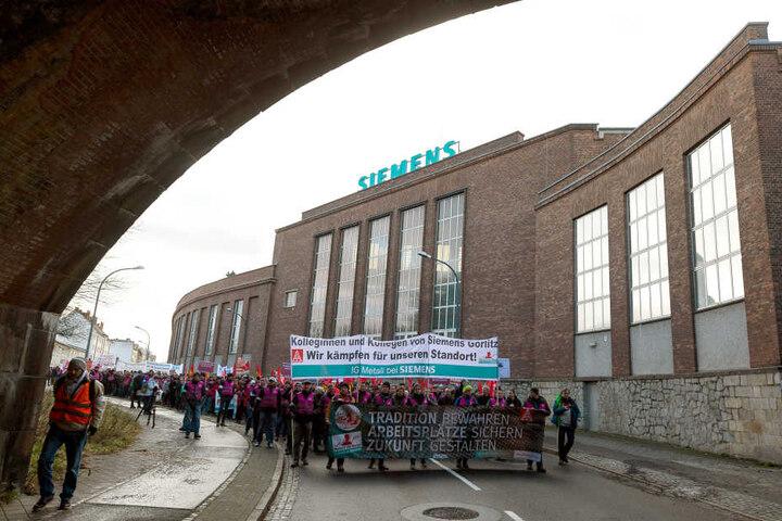 Die Mitarbeiter von Siemens in Görlitz wollen ihr Werk nicht aufgeben. Immer wieder demonstrieren sie für eine Zukunft.