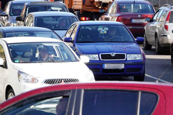 Die Woche startete für viele Autofahrer in Chemnitz mit Stau.
