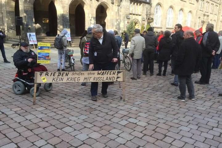 Steffen Musolt (71) und ein kleine Gruppe von CEGIDA sorgten für Unmut beim Ostermarsch in Chemnitz.