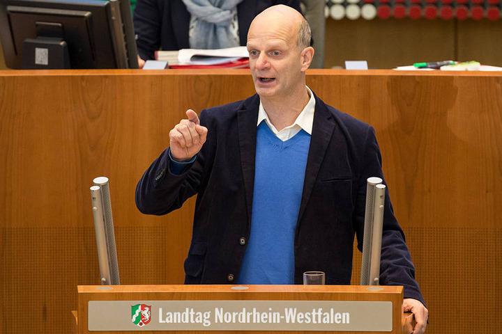 SPD-Haushaltsexperte Stefan Zimkeit hat gegen den Ministerpräsidenten gewettert.