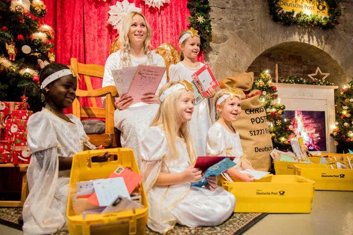 Das Christkind in Engelskirchen hat bereits 100.000 Briefe erhalten.