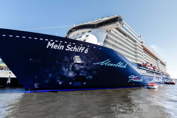 Die Mein Schiff 6 im Hamburger Hafen.