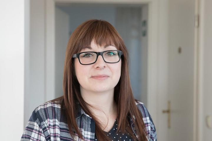 """Frisörin Theresa Zill (26) lebt und arbeitet hier: """"Auch Kunden berichten mir  öfter, dass es stinkt, Leute sogar über Kopfschmerzen klagen."""""""