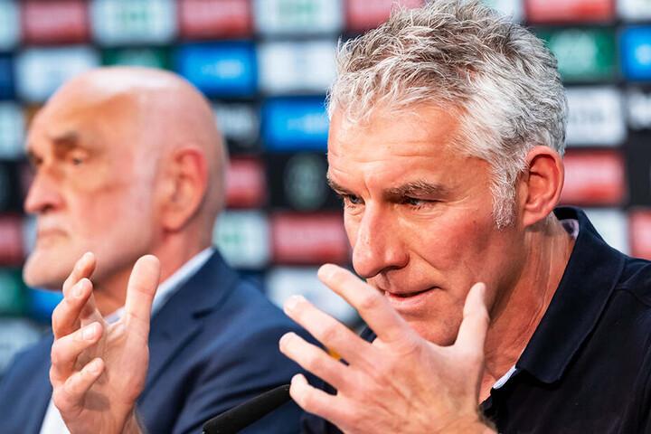 Hannovers Präsident Martin Kind (l.) hat seinem neuen Trainer Mirko Slomka bisher noch nicht einen externen Neuzugang gekauft.