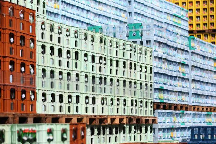 Die Wasser-Vorräte in den Supermärkten wurden infolge des blauen Wassers aus dem Hahn knapp. (Symbolbild)