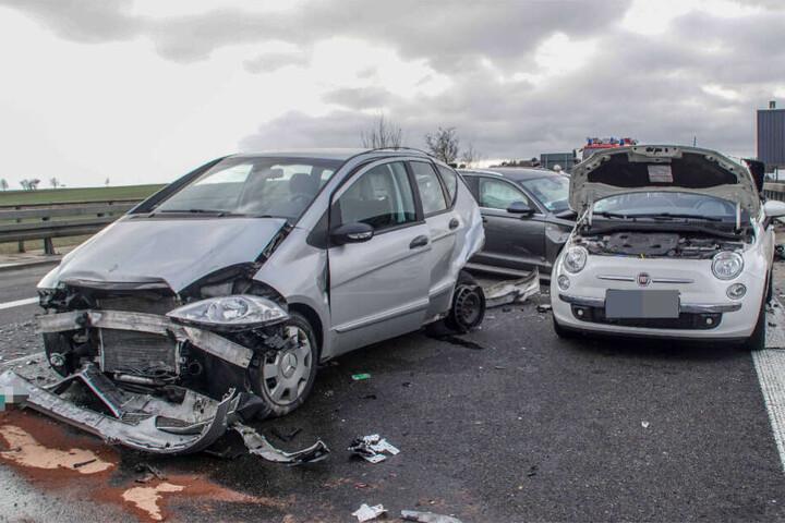 Der Schaden an den sechs Fahrzeugen wird auf rund 150.000 Euro geschätzt.
