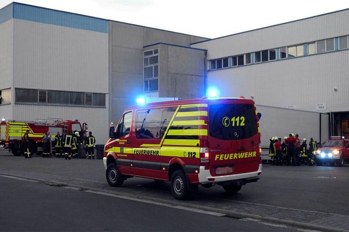 Die Freiwillige Feuerwehr Mutzschen rief für den Einsatz im Gewerbegebiet zusätzliche Kräfte aus Zschoppau und Grimma hinzu.