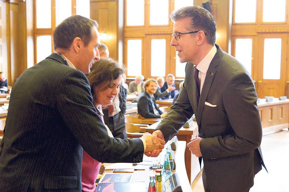 Bürgermeister Ralph Burghart (48, CDU) begrüßt die Teilnehmer der Partnerstädte.