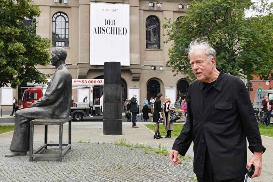 """Claus Peymann wurde am Sonntagabend mit der Gala """"Der Abschied"""" als Direktor des Berliner Ensembles verabschiedet."""