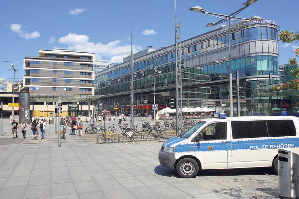 Am Wiener Platz werden regelmäßig Großeinsätze der Polizei durchgeführt.