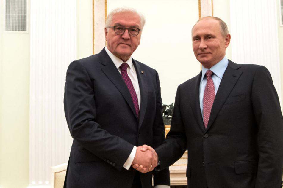 Bundespräsident Frank-Walter Steinmeier (62) mit Wladimir Putin (65).(Archivbild)