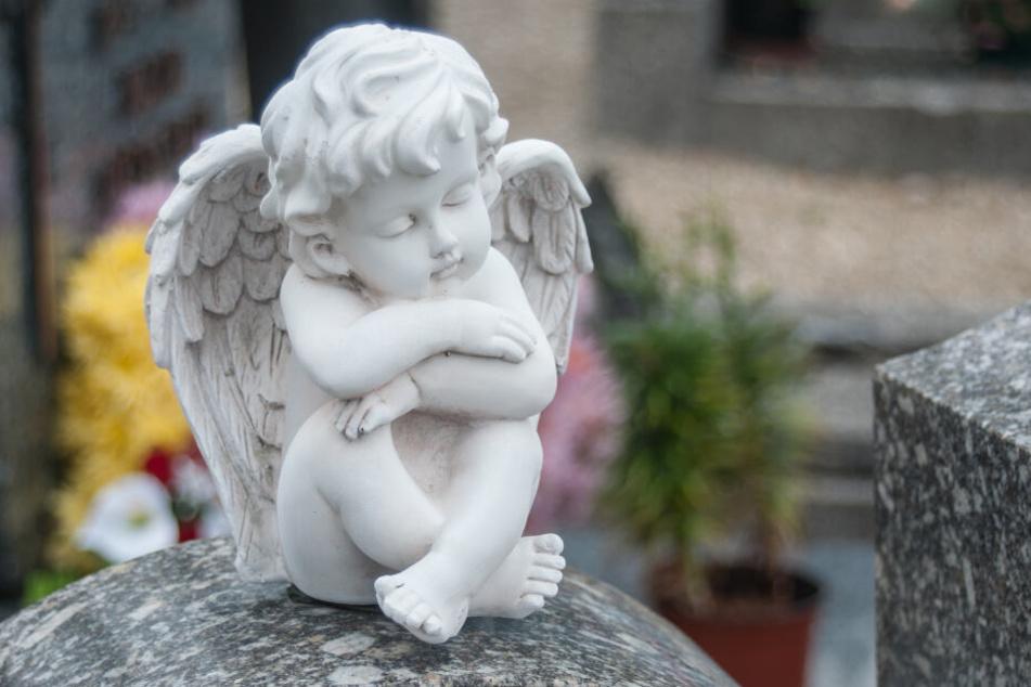 Die Mutter der kleinen Rosie fand die Puppe auf dem Grab ihrer Tochter. (Symbolbild)