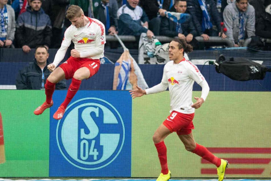 Yussuf Poulsen (rechts) wünscht sich, dass sein Sturmpartner Timo Werner (links) weiter bei RB Leipzig bleibt.