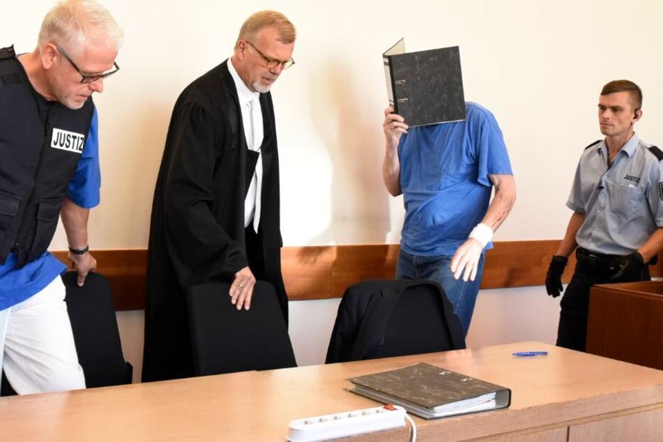Zehn Minuten Lügde-Prozess: Kranker Angeklagter soll Kinder über Ebay-Kleinanzeigen angelockt haben
