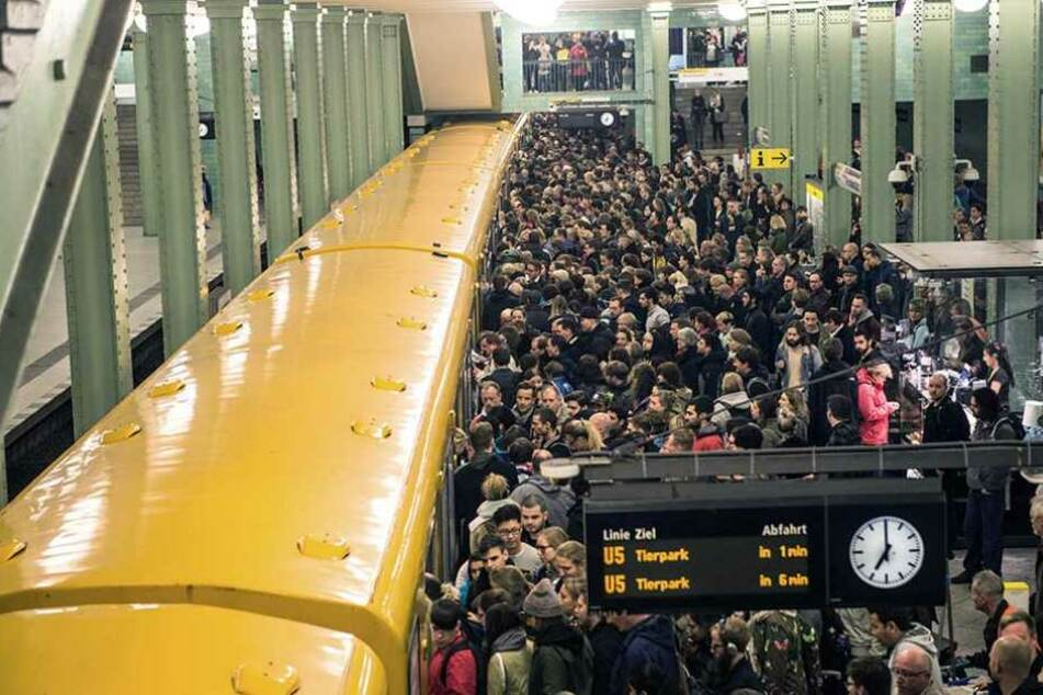 Der öffentliche Nah- und Fernverkehr kam fast  komplett zum Erliegen. Wer konnte fuhr mit dem Taxi oder dem Fernbus.