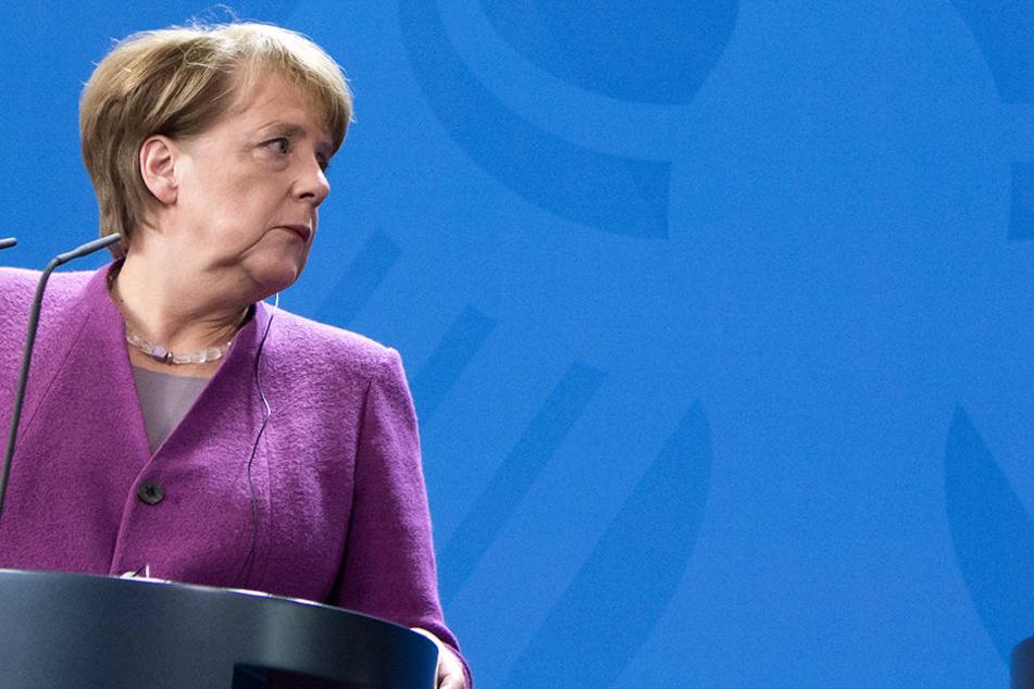CDU-Chefin Merkel (63) grenzt sich ebenso von Seehofer ab und widerspricht ihrem Innenminister!