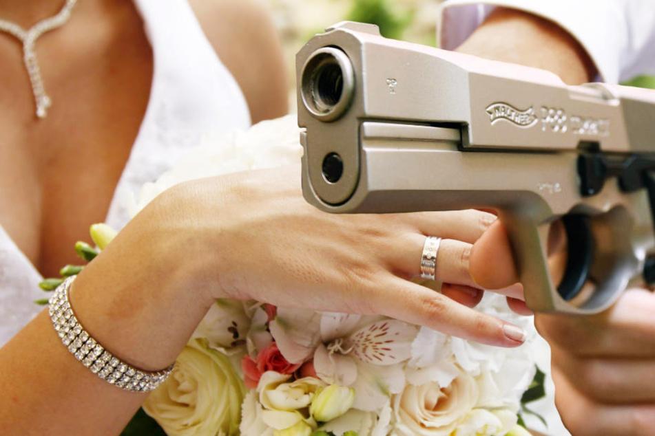 Schusse Auf Hochzeitsfeier Losen Alarm Aus