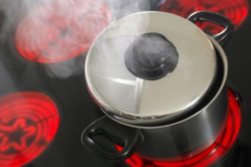 Küchenbrand: Frau bricht beim Kochen zusammen und stirbt