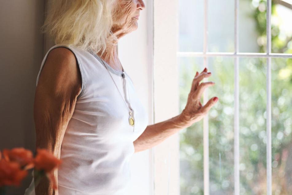 Warum die Frau aus dem Fenster gefallen ist, ist noch völlig unklar. (Symbolbild)
