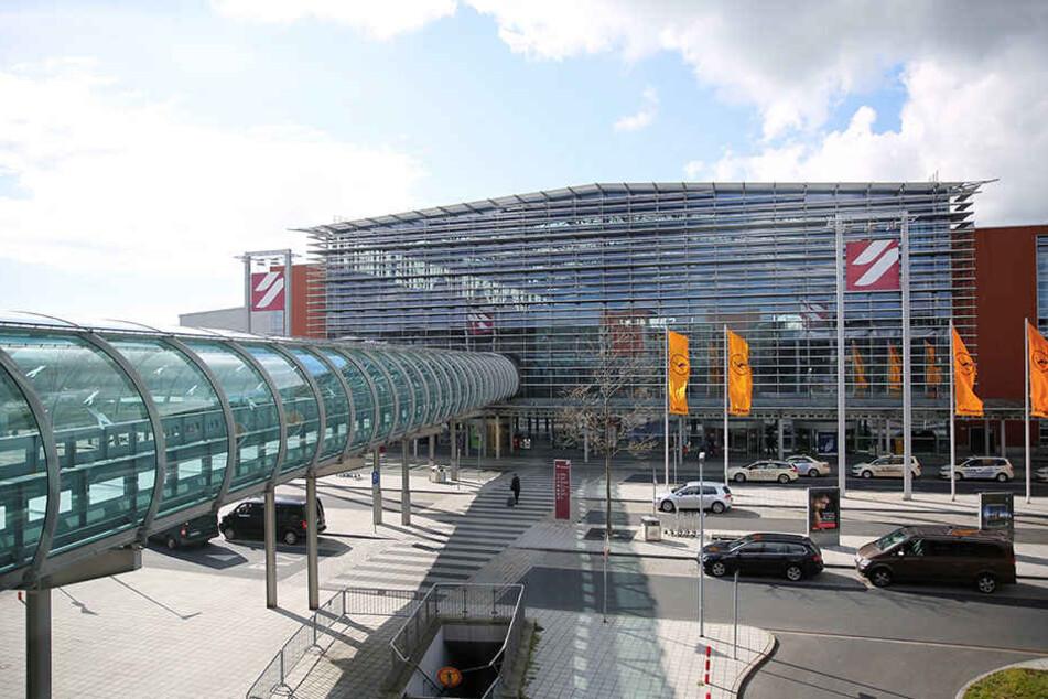 Am Flughafen Dresden wurde eine dreiköpfige Flüchtlingsfamilie mit gefälschten Pässen aufgegriffen.