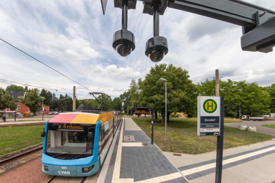 Neu gebauten Haltestellen wie in Bernsdorf sind mit Videoüberwachungsanlagen ausgestattet.