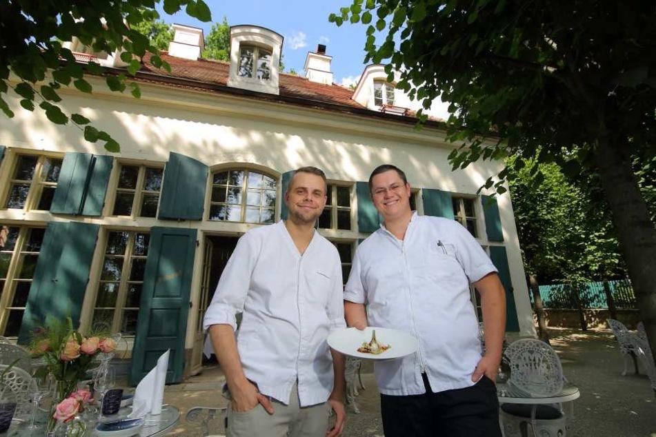 Die Chefköche Marcel Kube (29, r.) und Marcus Langer (32) laden zur  kulinarischen Landflucht in die Villa Sorgenfrei ein.