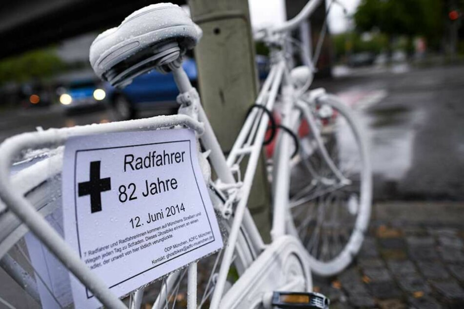 Überall in Deutschland erinnern diese Ghost-Bikes an im Straßenverkehr getötete Radfahrer.