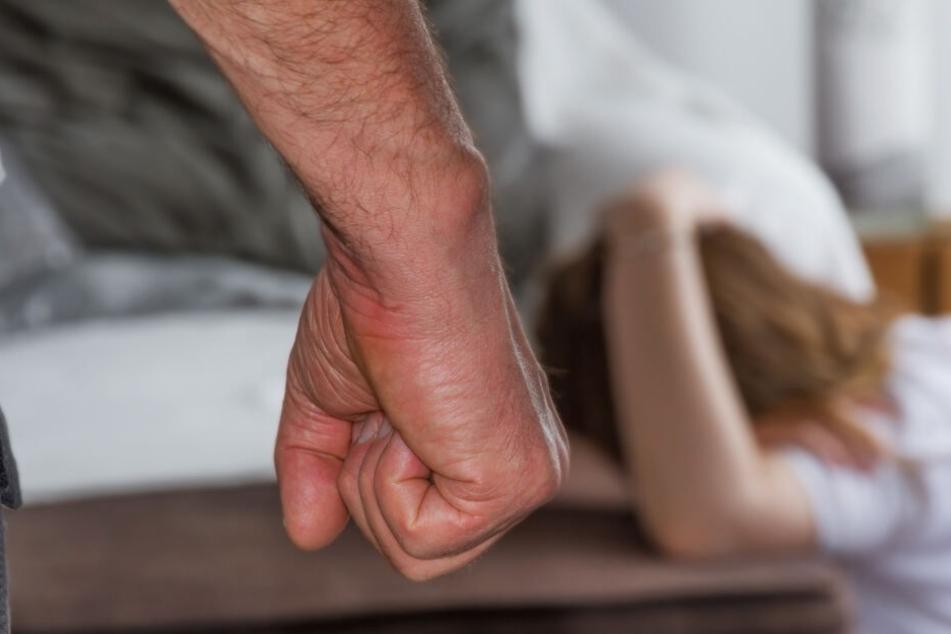 Polizei will gewalttätigen Ehemann im Urlaub festnehmen, dann löst sich ein Schuss
