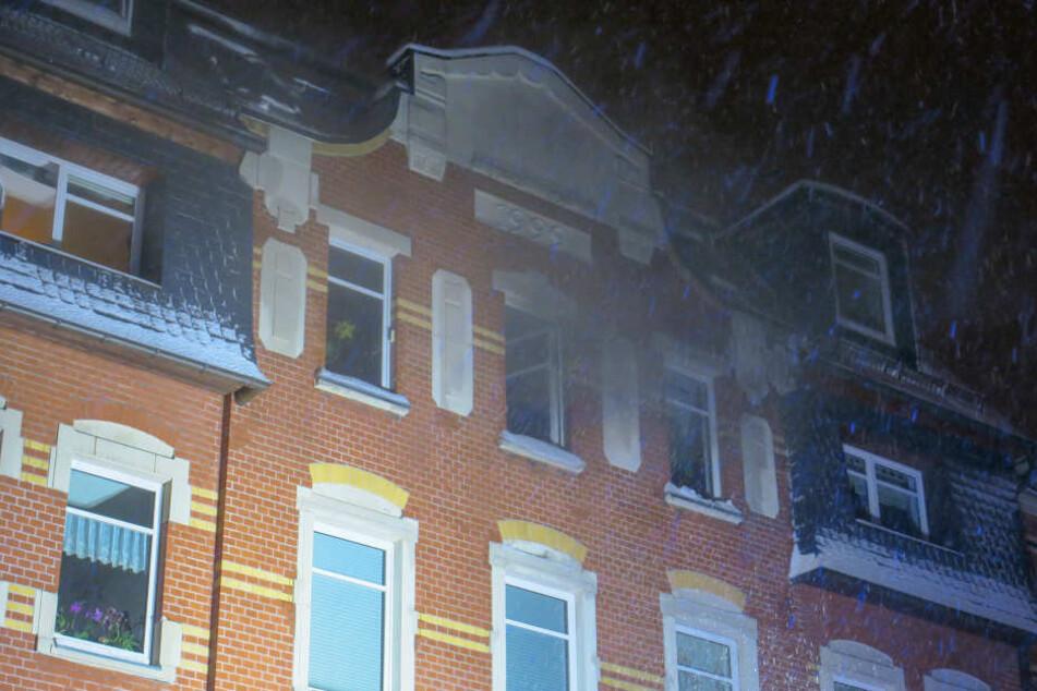 Verheerender Wohnungsbrand: Mutter sperrt sich aus, Kinder in der Flammenhölle