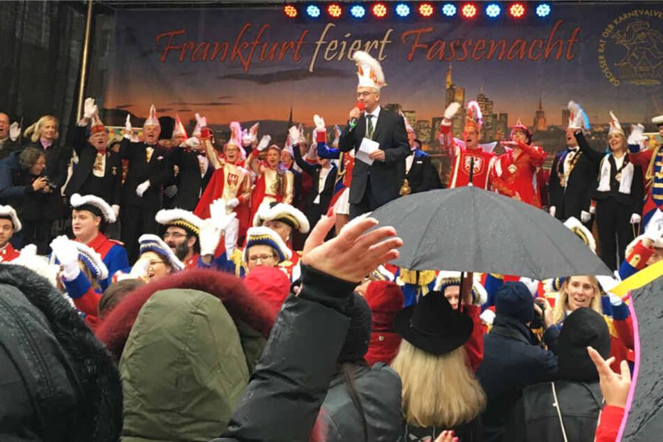 Frankfurts OB Peter Feldmann sprach zu den Karnevalisten.