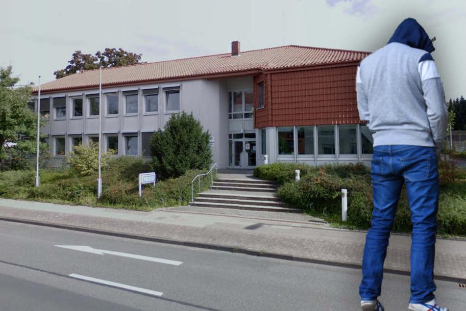 Ein Betrunkener stellte sich vor die Polizeiwache Süd in Bielefeld-Brackwede und pinkelte. (Symbolbild)