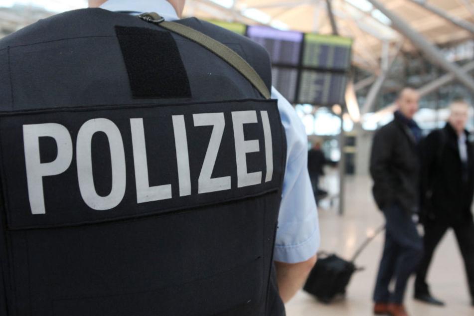 Die Bundespolizei hat am Hamburger Flughafen eine Waffe sichergestellt. (Symbolbild)