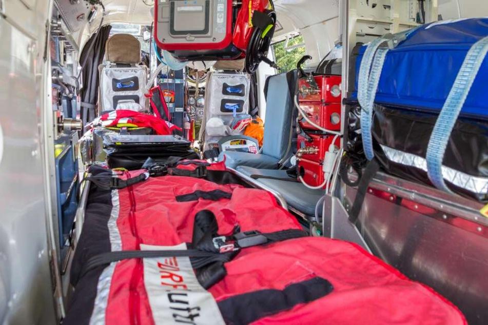 Aus dem Krankenwagen floh ein junger Mann, nachdem er den Sanitäter attackiert hatte. (Symbolbild)