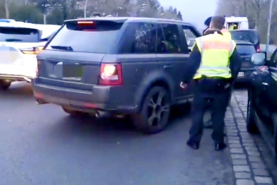 Am Montagabend kontrollierte die Berliner Polizei mehrere Autos in Neukölln.