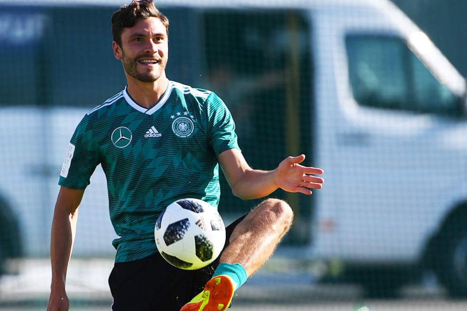 Da kann aber einer lachen: Jonas Hector ist nach überstandener zurück im DFB-Teamtraining.