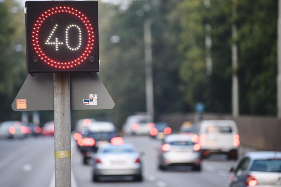 Ein Tempo-40-Schild am Stuttgarter Neckartor. Künftig ist an vielen anderen Stellen auch nur noch 40 erlaubt.