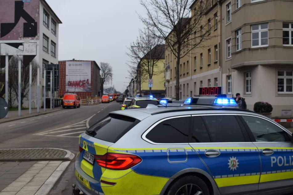 Die Polizei sperrte das Gebiet um die Schule ab.
