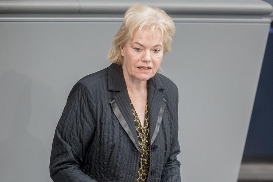 Mit einem Tweet sorgte die ehemalige CDU-Bundestagsabgeordnete Erika Steinbach (74) am Sonntag für Aufruhr im Netz.