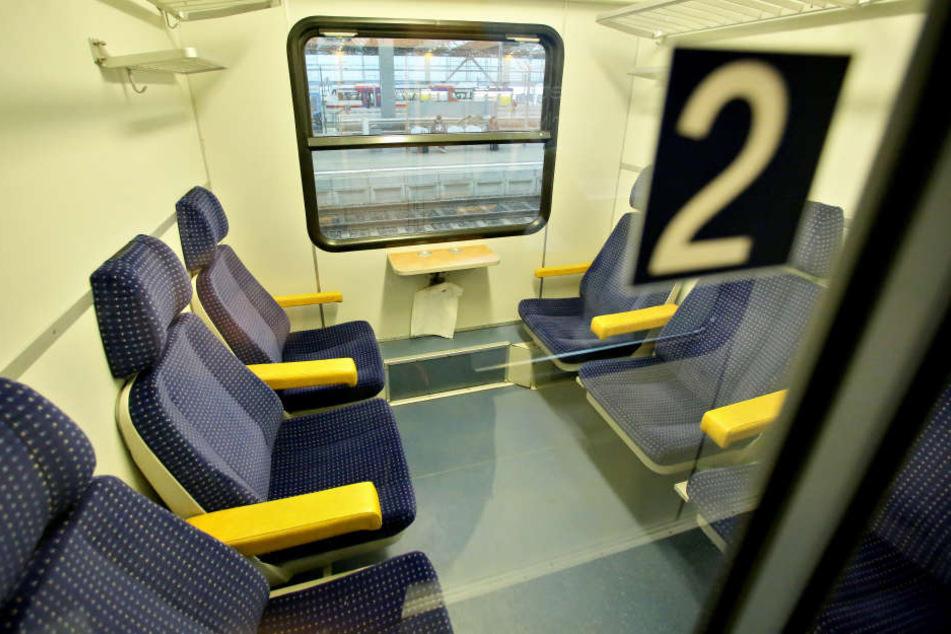Ein Jugendlicher fuchtelte im Zug mit einem Messer rum. (Symbolbild)