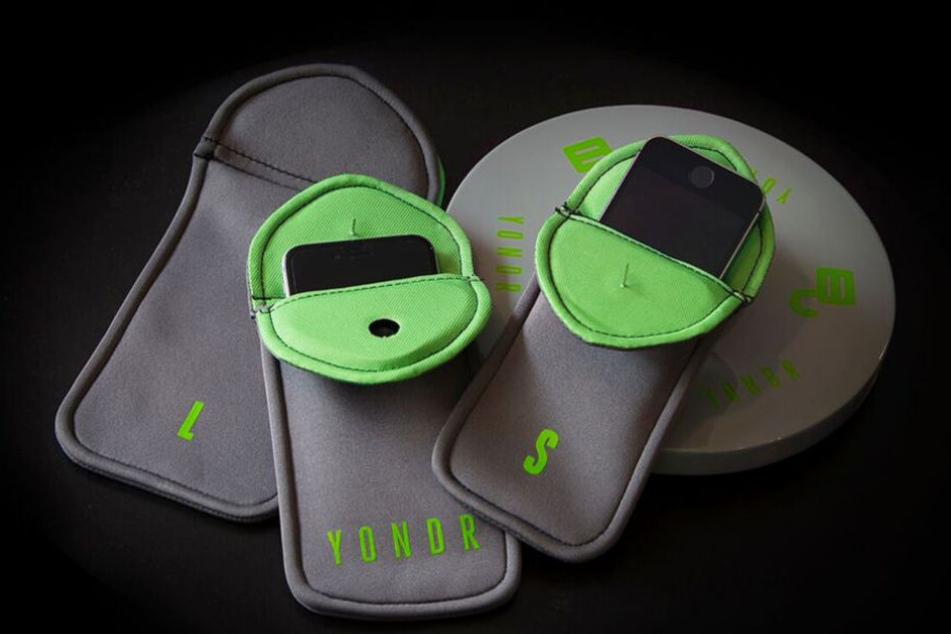 Die Taschen lassen sich nach dem Verschließen nur noch mit einem speziellen Gerät öffnen.