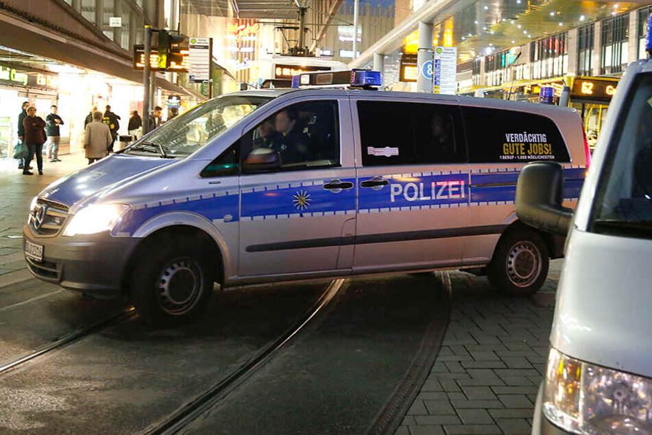 Erst die Polizei konnte die Situation an der Zentralhaltestelle beruhigen. (Archivbild)