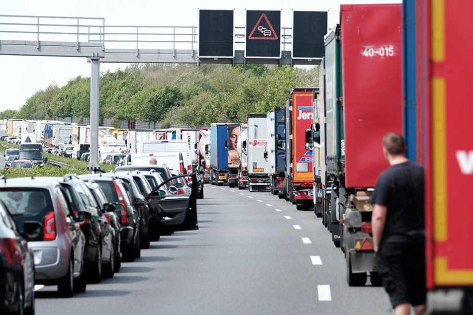 Die A4 bei Gera musste voll gesperrt werden. (Symbolbild)