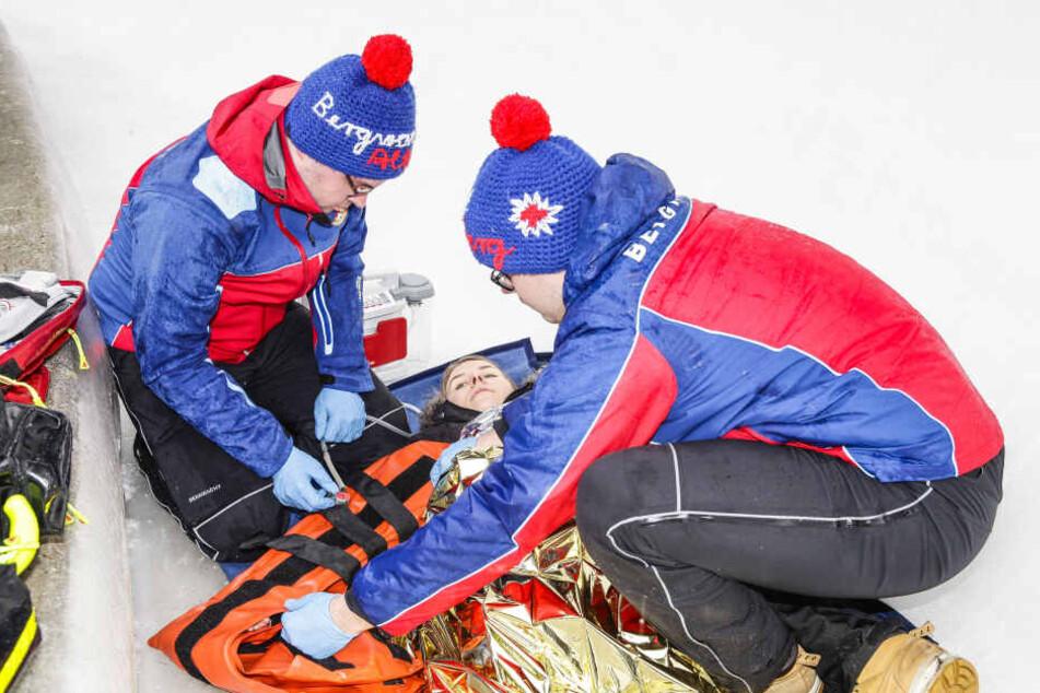 Die Bergretter Stephan Hartmann (22, r.) und Hannes Biesert (20) machen ihren Job ehrenamtlich und mit Herzblut.