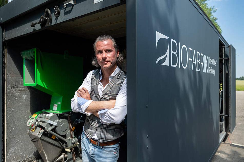 """Oliver Riedel, Geschäftsführer der Biofabrik White Refinery GmbH, will mit einer """"WastX Plastic"""" Anlage Plastikabfälle zu Diesel verarbeiten."""
