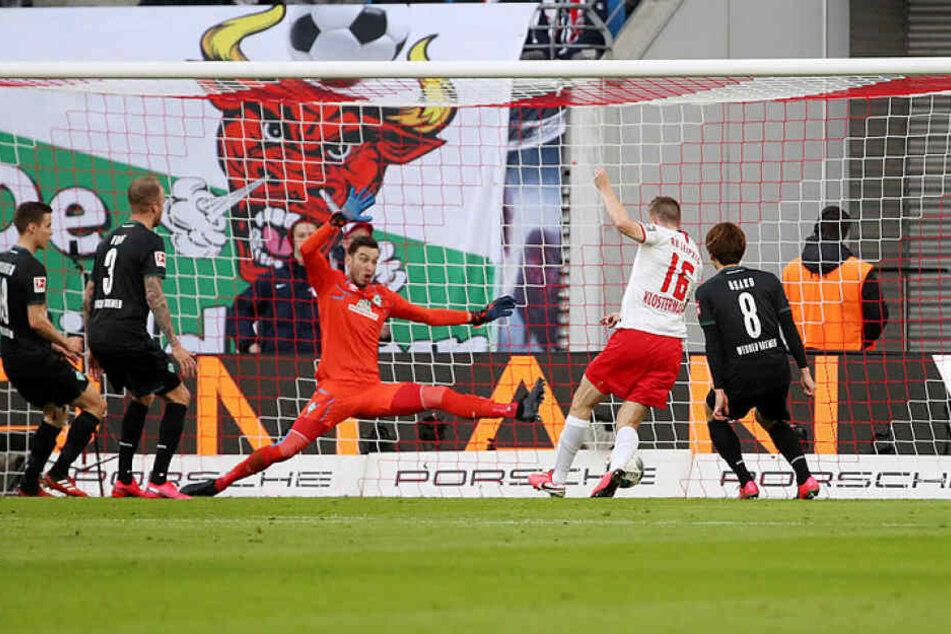Lukas Klostermann (2.v.r.) konnte nach Querlage von Patrik Schick in der 18. Minute zum 1:0 für RB einschieben.